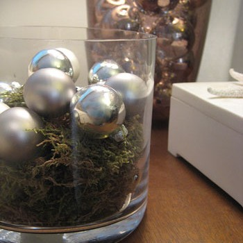 Six Fun Christmas Decor Ideas With Ornaments & Moss