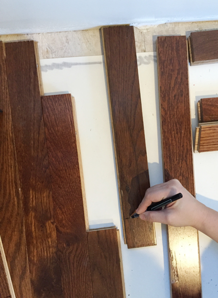 install hardwood flooring marking boards to cut