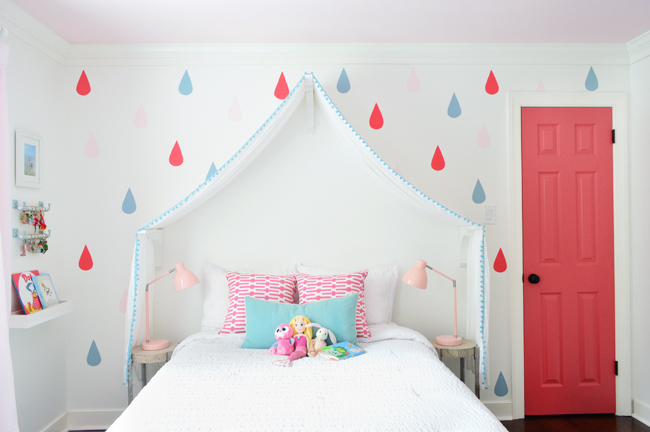 GirlsRoom-Canopy-Raindrop-Wall-Colorful-Door