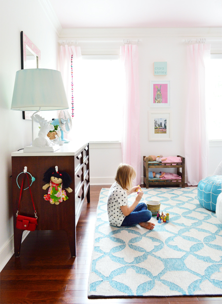 GirlsRoom-Pink-Curtains-Graphic-Rug-Play-Space