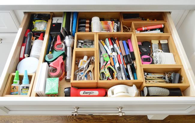 kitchen-cabinet-organization-junk-drawer