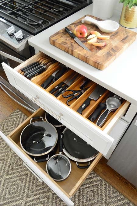 kitchen-cabinet-organization-knife-drawer
