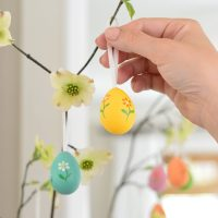 An Easy & Sweet Easter Egg Tree