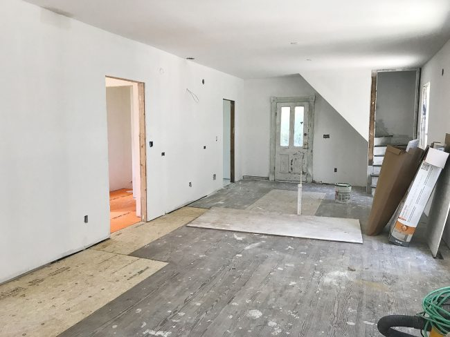 And Let S Take It Waaaay Back For A Second Here What This Room Looked Like When We Bought The House Last October In Words Of Pepe Le Pew Yikes