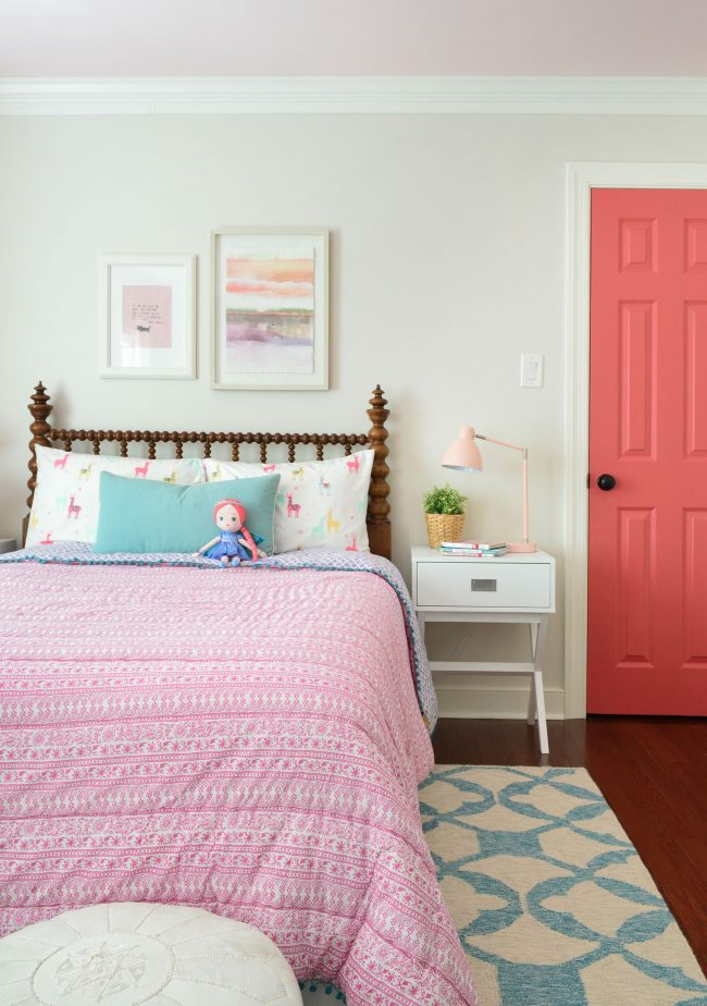girls bedroom pink patterned bedding