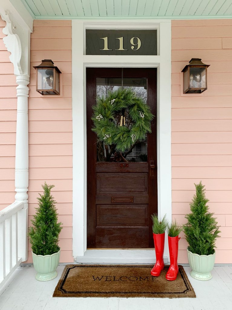 This image has an empty alt attribute; its file name is Christmas-Decor-2018-Beach-House-Front-Door-767x1024.jpg