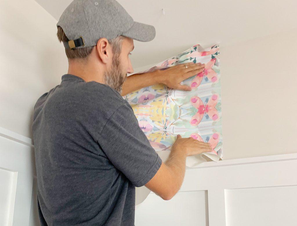 Platzierung des ersten Panels von Peel And Stick Wallpaper