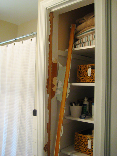 take the door off your bathroom linen closet for a chic and open
