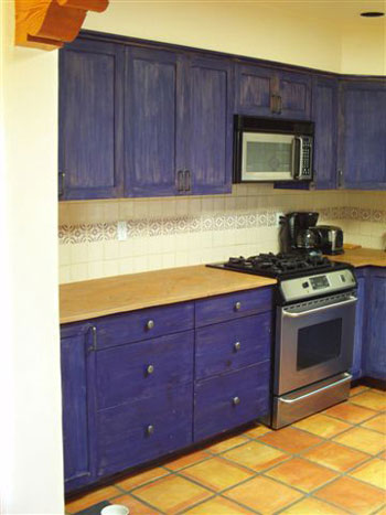 suggested slightly different colors for her upper and lower cabinets