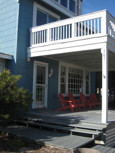 redchairsonbluebeachhouse
