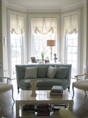 bay-window-dreamy-beachy-decor-soft-muted-colors-neutrals