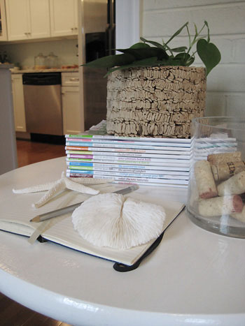 diy-still-life-side-table-end-table-pedestal-white-table