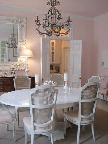formal-dining-room-lacquered-table-chandelier