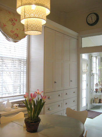 kitchen-chandelier-built-ins1