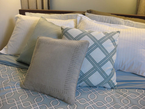 chic-lattice-blue-pillow-cheap-on-sale