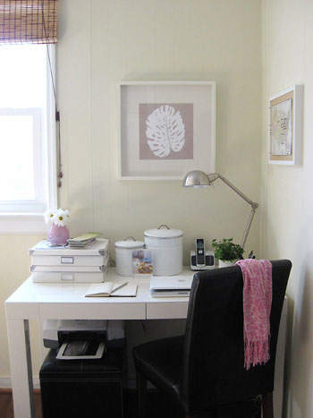 palm-leaf-botanical-print-neutral-affordable-desk
