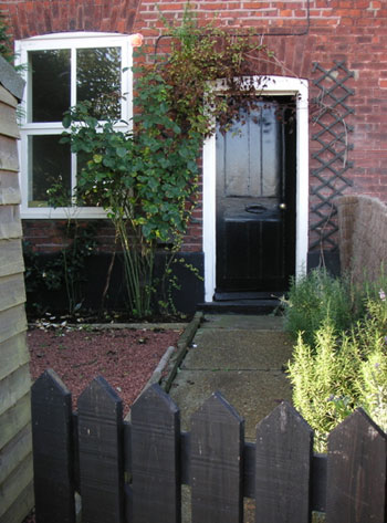 street-view-charming-from-door-english-cottage-garden