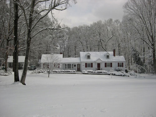bed-and-breakfast-favorite-house-snow
