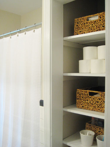 bathroom-after-baskets-organize