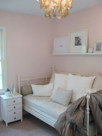 pink-white-daybed-guest-room-closet