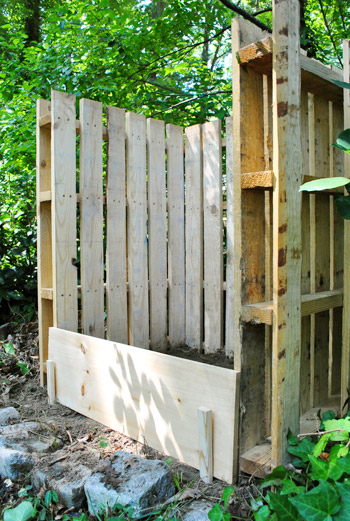 how to make a compost bin out of pallets