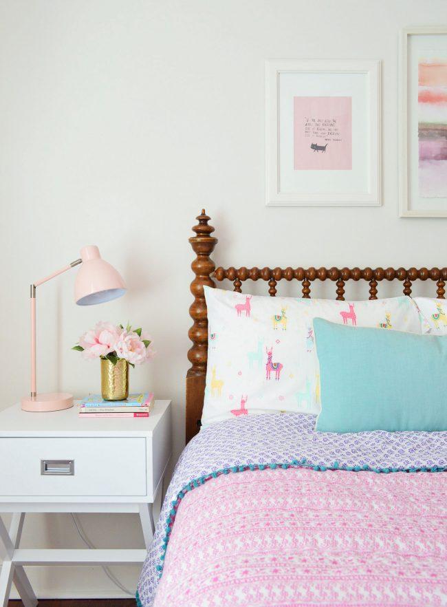 who puts an 100 year old bed in a little girl s room um we do alyse sturdivant blog. Black Bedroom Furniture Sets. Home Design Ideas
