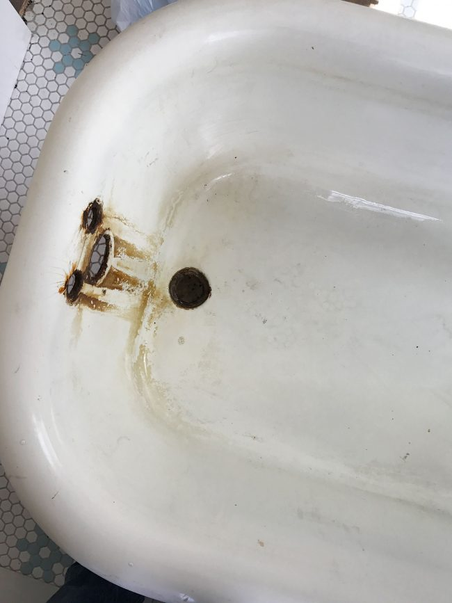 how to get stains out of fiberglass tub