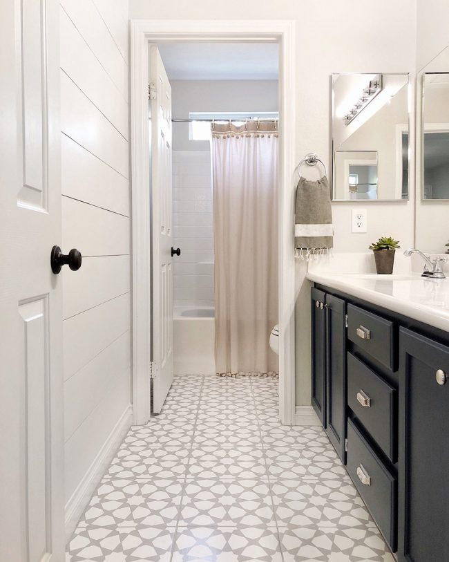How to paint a bathroom floor to look like cement tile - How to paint bathroom tile floor ...